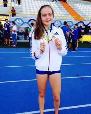 Agathe Guillemot double médaillée.jpg